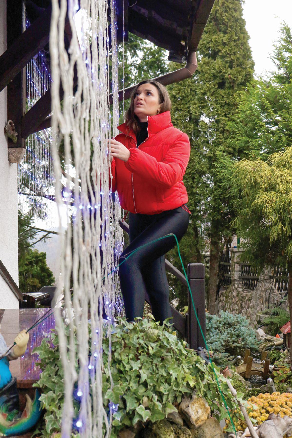 Tamara Milutinović ukrašava kuću za novu godinu